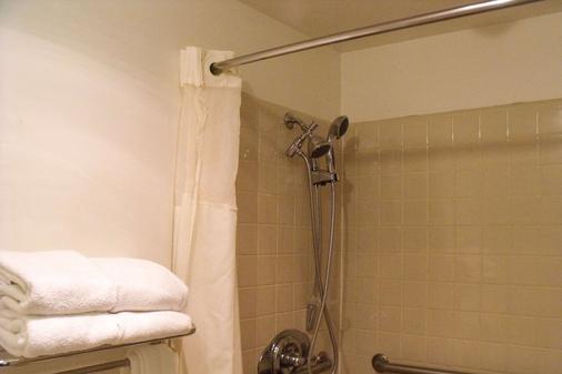Quality Inn - Winslow - Bathroom