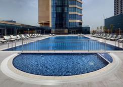 Wyndham Grand Istanbul Levent - Istanbul - Pool