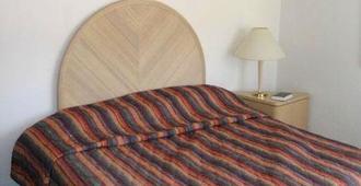 Binns Motor Inn - Wildwood - Bedroom
