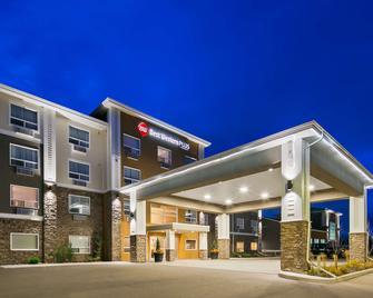Best Western PLUS Lacombe Inn & Suites - Lacombe - Gebouw