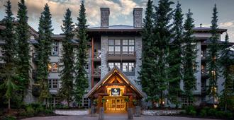 Blackcomb Springs Suites By Clique - Whistler - Edifício