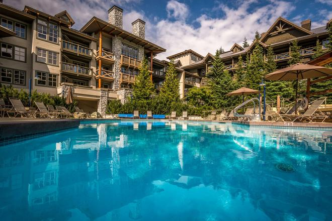 Blackcomb Springs Suites - Whistler - Piscina