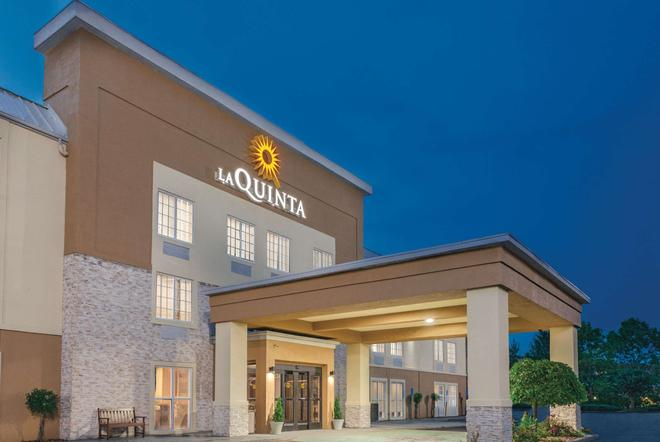 La Quinta Inn & Suites by Wyndham Knoxville North I-75 - Knoxville - Building