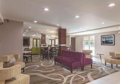 La Quinta Inn & Suites by Wyndham Knoxville North I-75 - Knoxville - Lobby