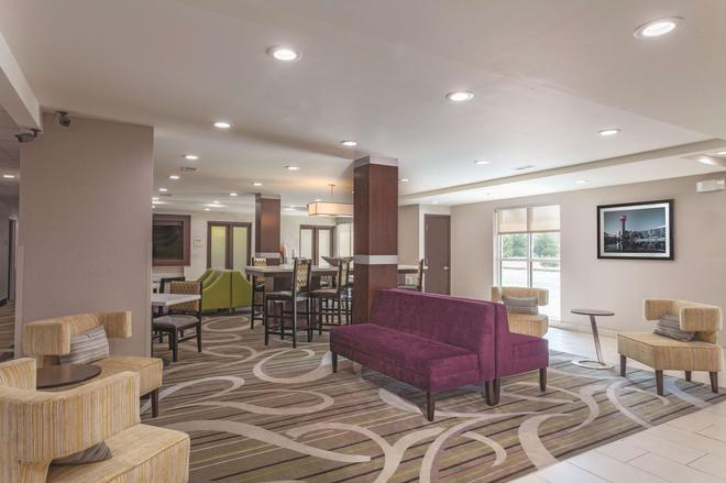 La Quinta Inn & Suites by Wyndham Knoxville North I-75 - Νόξβιλ - Σαλόνι ξενοδοχείου