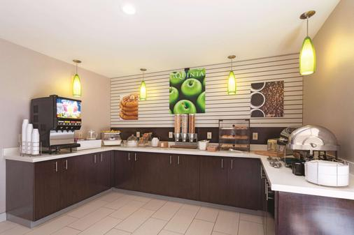 La Quinta Inn & Suites by Wyndham Knoxville North I-75 - Knoxville - Buffet