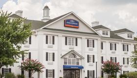 Howard Johnson by Wyndham, Jackson - Jackson - Edificio