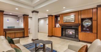 Fairfield Inn & Suites by Marriott Madison East - Madison - Living room