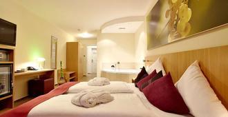 Christiana's Wein & Art Hotel - ברנקסטל קואס - חדר שינה