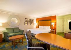 La Quinta Inn & Suites by Wyndham Charlotte Airport South - Charlotte - Makuuhuone