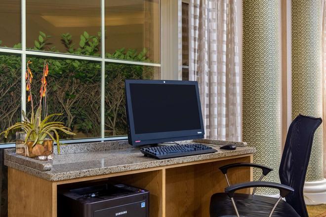 La Quinta Inn & Suites by Wyndham Charlotte Airport South - Charlotte - Liikekeskus