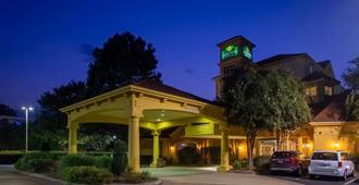 La Quinta Inn & Suites by Wyndham Charlotte Airport South - Charlotte - Edificio