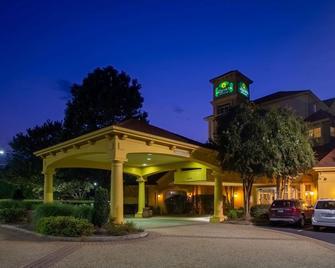 La Quinta Inn & Suites by Wyndham Charlotte Airport South - Charlotte - Toà nhà