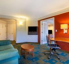 La Quinta Inn & Suites by Wyndham Charlotte Airport South