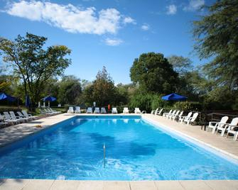 Howard Johnson by Wyndham, Villa General Belgrano - Villa General Belgrano - Pileta