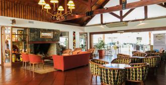 Howard Johnson Inn Villa General Belgrano - Villa General Belgrano - Lobby