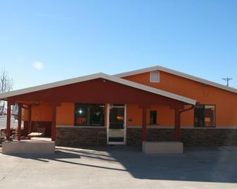 Budget Inn - Artesia - Building