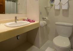Days Inn by Wyndham Guam Tamuning - Tamuning - Bathroom