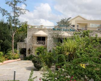 Auberge Du Mont Saint Jean - Jacmel - Building