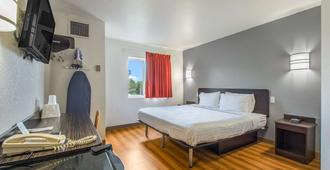 Americas Best Value Inn-Knoxville East - Knoxville - Bedroom
