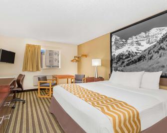 Travelodge by Wyndham Loveland/Fort Collins Area - Loveland - Bedroom