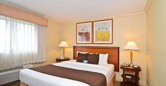 Best Western Plus All Suites Inn - Santa Cruz - Schlafzimmer
