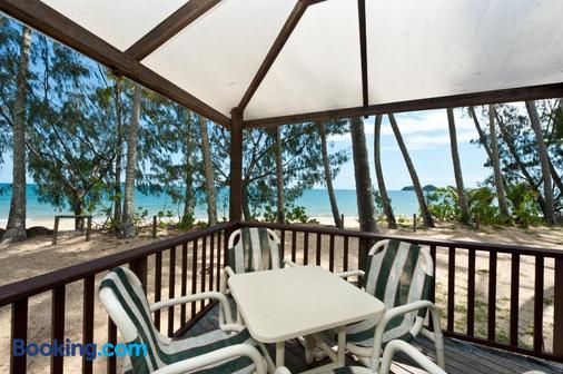 Ellis Beach Oceanfront Bungalows - Cairns - Balcony