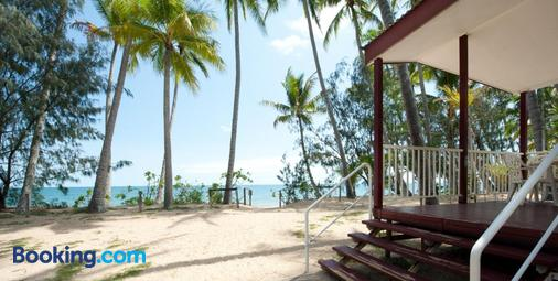 Ellis Beach Oceanfront Bungalows - Cairns - Beach