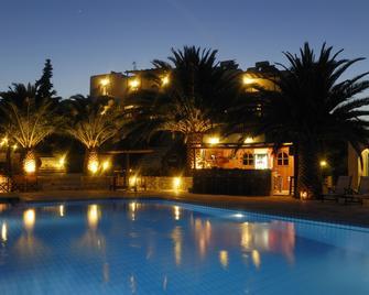 Albatross Hotel - Piso Livadi - Zwembad