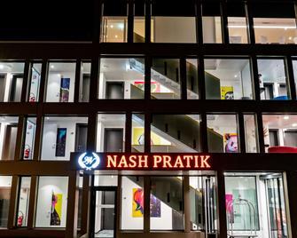 Nash Pratik Hotel - Meyrin - Gebouw
