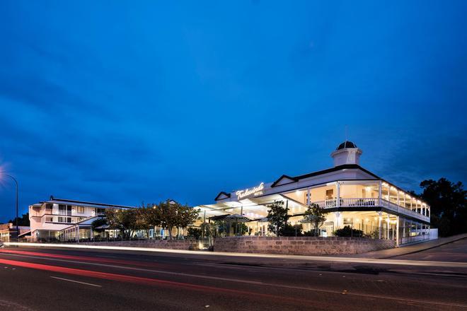 Tradewinds Hotel - Perth - Building