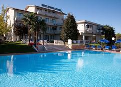 Hotel Porto Azzurro - Sirmione - Pool