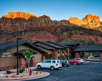 Hampton Inn & Suites Springdale/Zion National Park - Springdale - Building