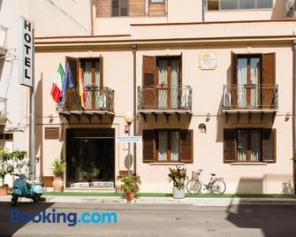 Hotel Villa Mare - Altavilla Milicia - Edificio