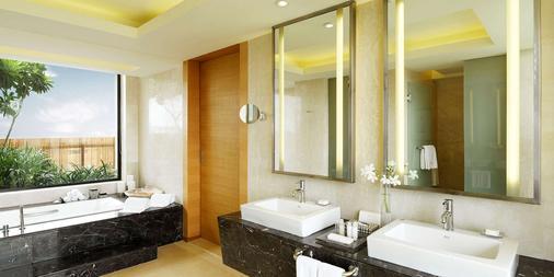 Hyatt Hyderabad Gachibowli - Hyderabad - Bathroom