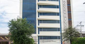 Hotel River Poliforum - León - Building