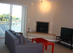 Oyhut Bay Spacious 2br/2ba+ Denfree Wifibig Kitchengas Fireplace - Ocean Shores - Living room