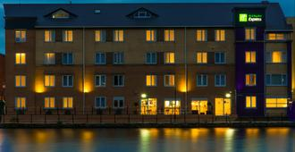 Holiday Inn Express Cardiff Bay - Cardiff - Edificio