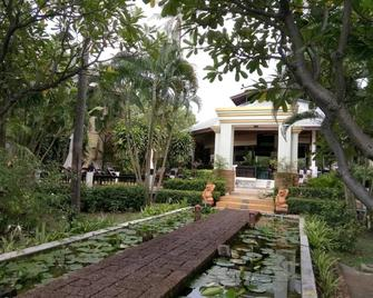 Golden Pine Beach Resort & Spa - Pak Nam Pran - Вигляд зовні