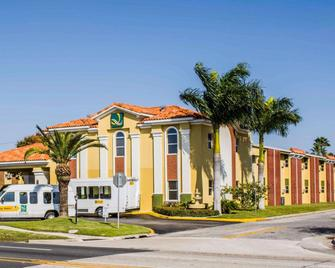 Quality Inn Airport - Cruise Port - Tampa - Building