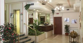 Hotel Terminus & Plaza - פיזה - דלפק קבלה