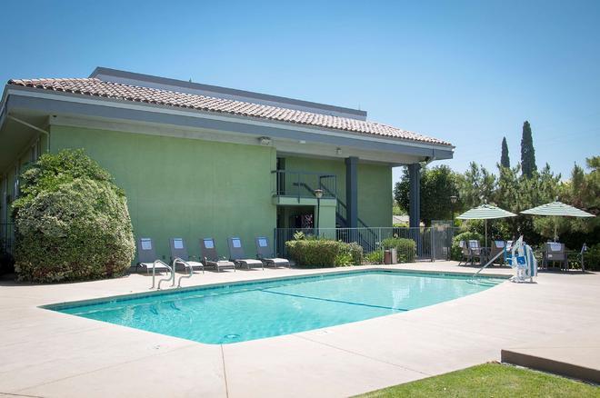貝斯特韋斯特鄉村旅館 - 弗雷斯諾(加州) - 游泳池