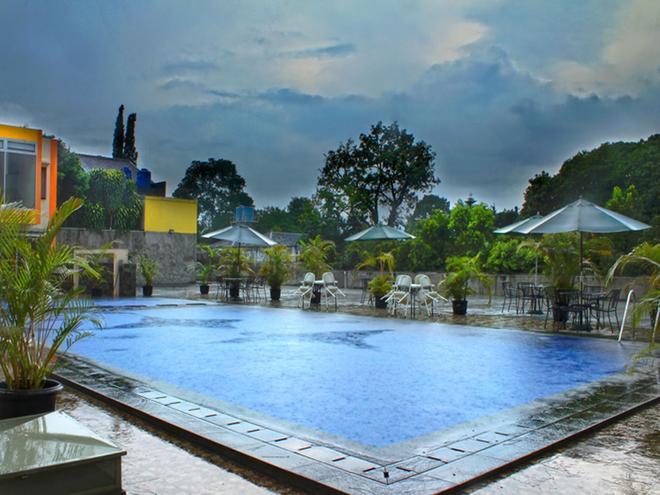 Grha Ciumbuleuit Guest House - Bandung - Bể bơi
