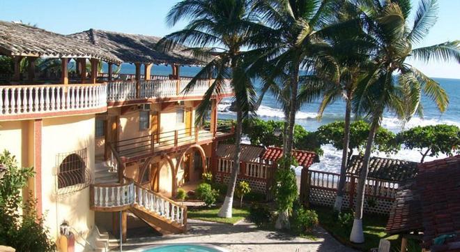 Torola Hotel & Beach Resort - La Unión - Outdoors view