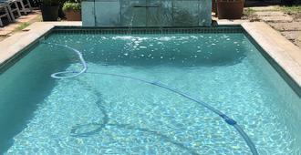 10 Alexander B&B - Stellenbosch - Bể bơi
