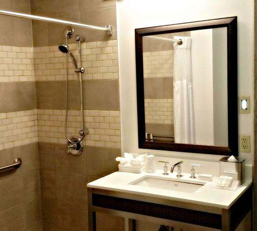 Hilton Garden Inn Scottsdale Old Town - Scottsdale - Bathroom