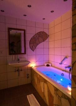 Flair Hotel Sonnenhof - Baiersbronn - Bathroom