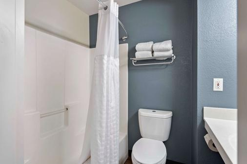 Extended Stay America - Charlotte - University Place - Charlotte - Bathroom