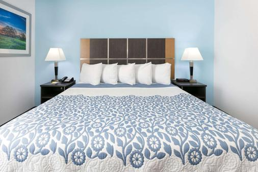 Days Inn & Suites by Wyndham Lubbock Medical Center - Lubbock - Makuuhuone