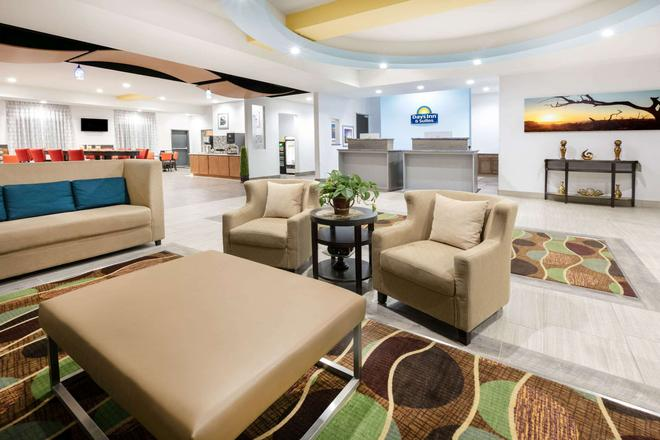 Days Inn & Suites by Wyndham Lubbock Medical Center - Lubbock - Lobby